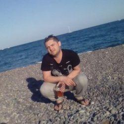 Спортивный парень ищет отличный секс с девушкой в Волгограде