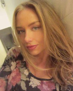 Девушка ищет мужчину в Волгограде для интим досуга